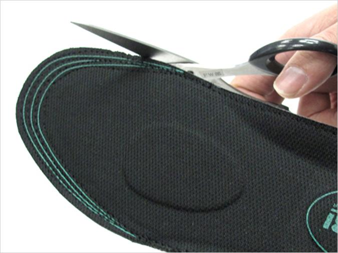 ガイドラインが付いていて、ハサミで簡単にサイズ調整ができます。