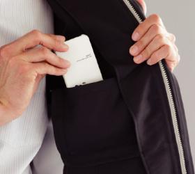 収納に便利な内ポケット付
