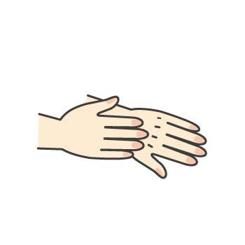 4 手の甲にもすりこみます。