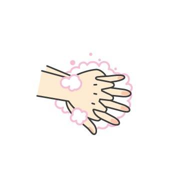 4 手のひらで手の甲を包むように洗います。反対も同様に洗います。
